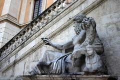 0127_-_Roma_-_Piazza_del_Campidoglio_-_Statua_del_Nilo_-_Foto_Giovanni_Dall'Orto,_7-Apr-2008.jpg